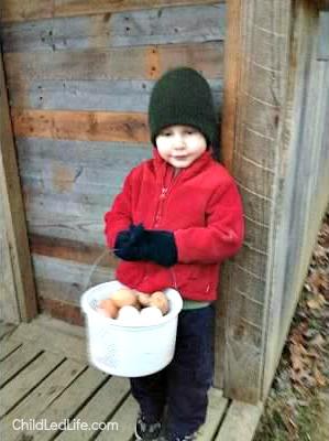 Samuel Mom Egg Basket