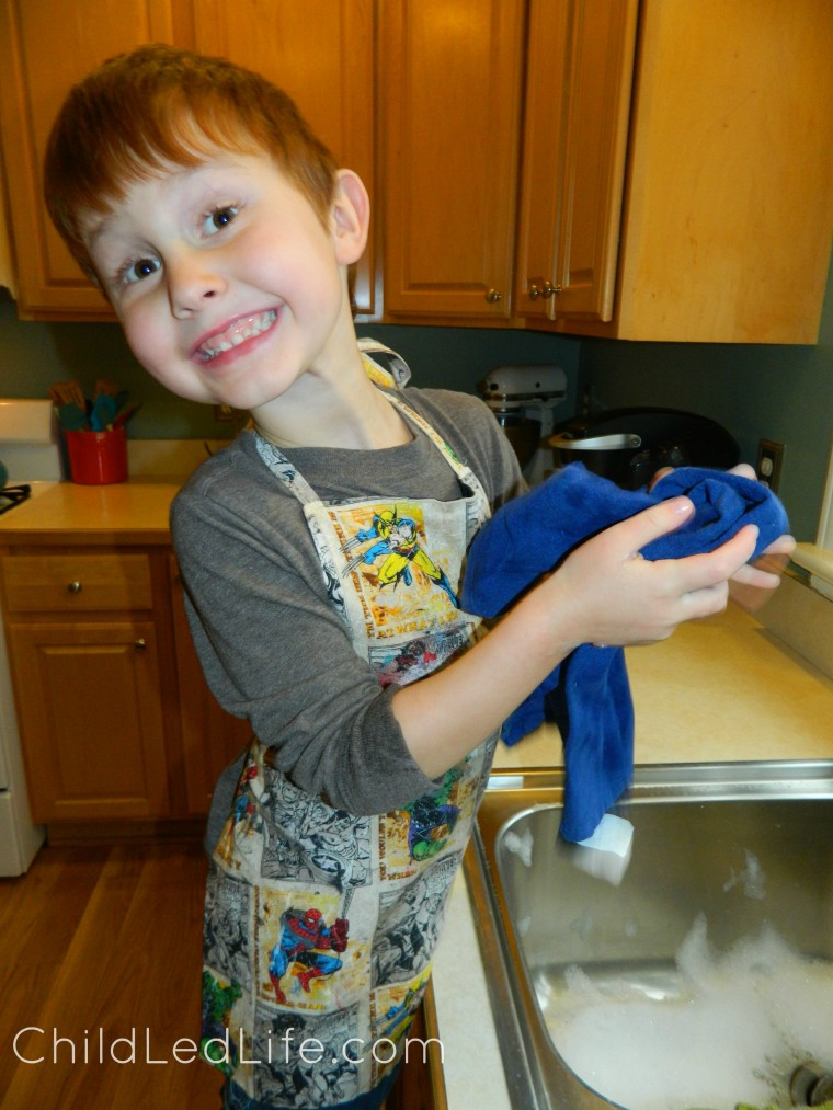 Teach the kids to wash the dishes with this Montessori lesson on ChildLedLife.com